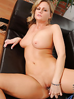 Hot milf Becca Blossoms spreads her pussy while inserting her favorite toy on the couch